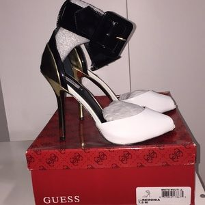 Guess Ramona Pumps